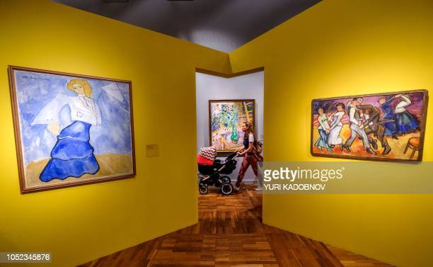People visit the retrospective exhibition of Russian painter Mikhail Larionov at the New Tretyakov Gallery in Moscow on October 9 2018 / RESTRICTED...