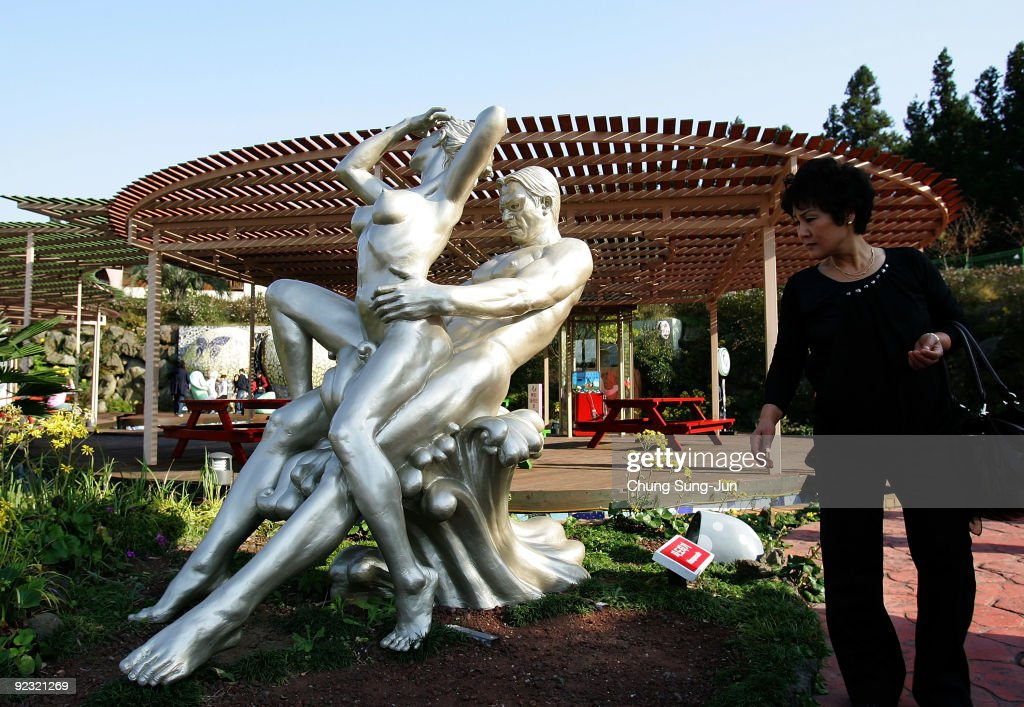 People Visit The Theme Park Love Land On October 24, 2009 In Jeju, News Photo -8992