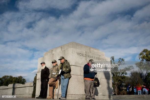 People visit the World War II memorial monument during the Veterans Day holiday on November 10 2017 in Washington DC / AFP PHOTO / Brendan Smialowski