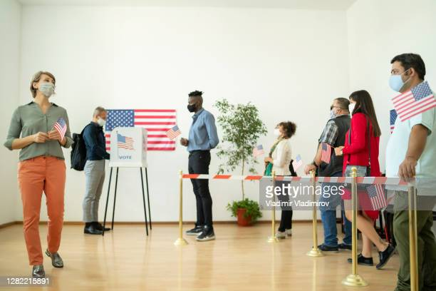 people voting in the usa - presidential candidate stock pictures, royalty-free photos & images