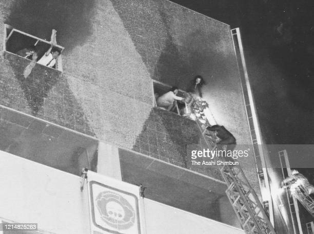 People wait for being rescued from 7th floor where a cabalet Play Town is located at Sennichi Department Store fire on May 13 1972 in Osaka Japan 118...