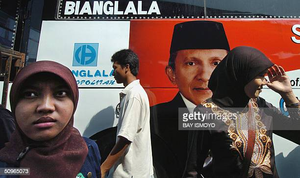 People wait for presidential candidate Amien Rais during a stop on his presidential election campaign in Jakarta 16 June 2004 On the face of it...