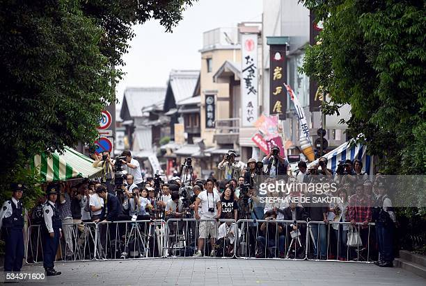 TOPSHOT People wait for the arrival of G7 leaders outside IseJingu Shrine in the city of Ise in Mie prefecture on May 26 2016 on the first day of the...