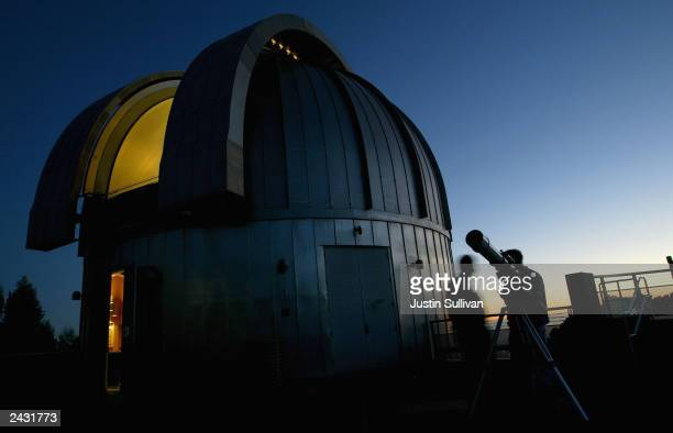 People wait for the sun to go down to view Mars at the Chabot Space and Science Center August 26 2003 in Oakland California Hundreds of astronomy...