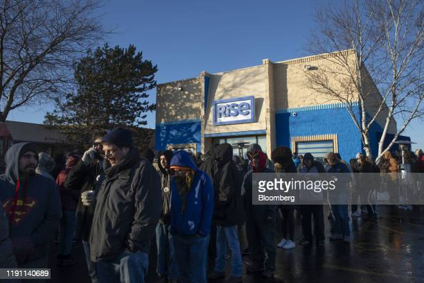 People wait in line to enter the Green Thumb Industries Rise Mundelein dispensary in Mundelein Illinois US on Wednesday Jan 1 2020 Illinois'...