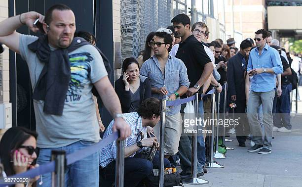 People wait on line outside an Apple store in Manhattan to purchase the new iPad 3G April 30 2010 in New York City The new iPad featuring 3G cellular...