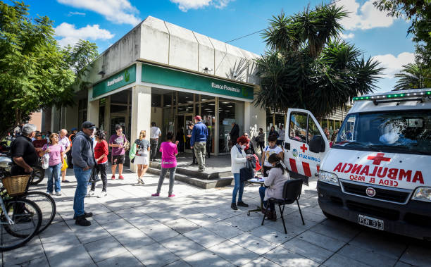 ARG: Long Queues As Banks Reopen After Two Weeks Amid Quarantine