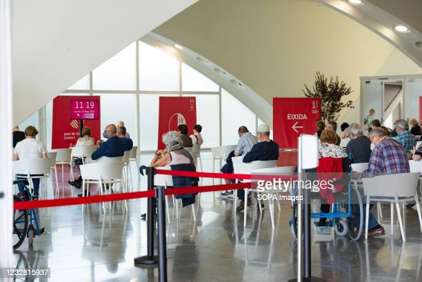 People wait to get vaccinated at the City of Arts and Sciences of Valencia. The good rate of vaccination in the Valencian Community allows people...