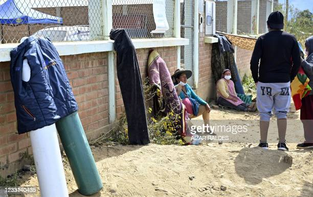 People wait to refill empty oxygen tanks outside Valle Alto Medical Oxygen plant in Arbieto municipality, 50 km from Cochabamba, on May 27, 2021.