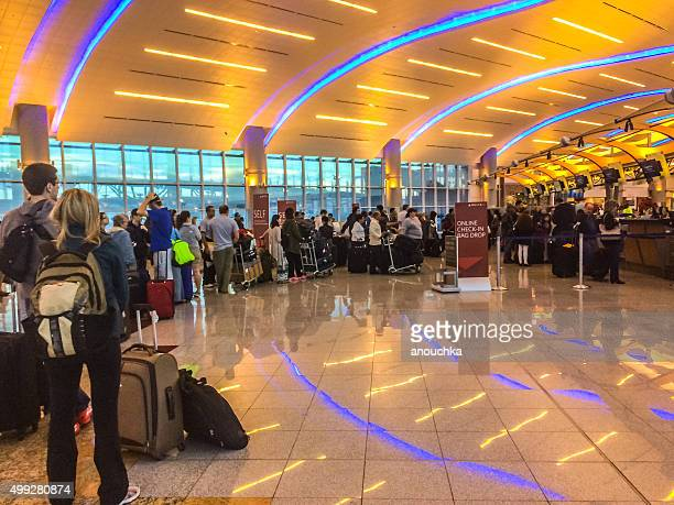 people waiting for flight check-in, atlanta airport - hartsfield jackson atlanta international airport stock pictures, royalty-free photos & images