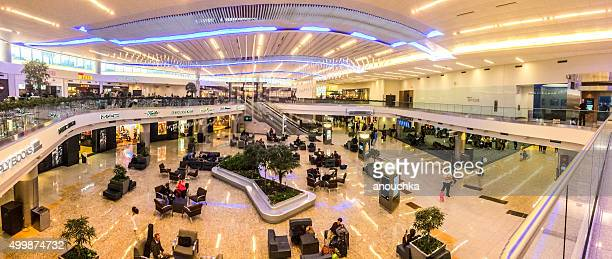 people waiting for the flight at atlanta airport, usa - hartsfield jackson atlanta international airport stock pictures, royalty-free photos & images