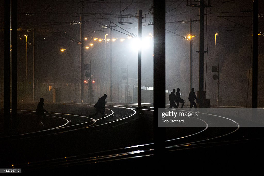 Calais Migrants Attempt To Find A Way To Reach The UK : News Photo