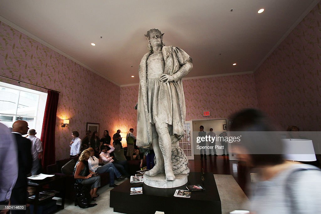 People Walk Around The 13 Foot Statue Of Christopher Columbus Stands In The  810