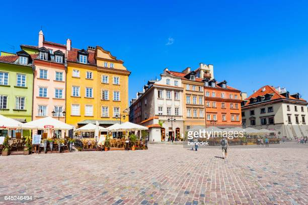 people walk at castle square in warsaw poland - castle square stock pictures, royalty-free photos & images
