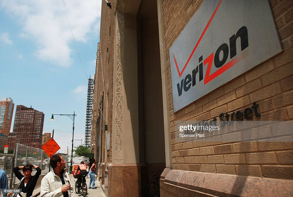 People walk by the New York headquarters of Verizon Wireless June 5, 2008 in New York City. Verizon Wireless has confirmed its acquisition of rural mobile service provider Alltel for $28.1 billion, a deal which will push Verizon into number one spot in the U.S. market.