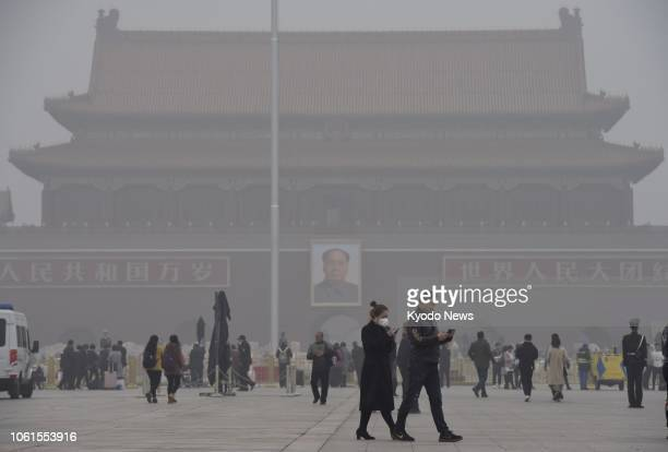People walk in Beijing's Tiananmen Square in heavy smog due to severe air pollution on Nov. 14, 2018. ==Kyodo