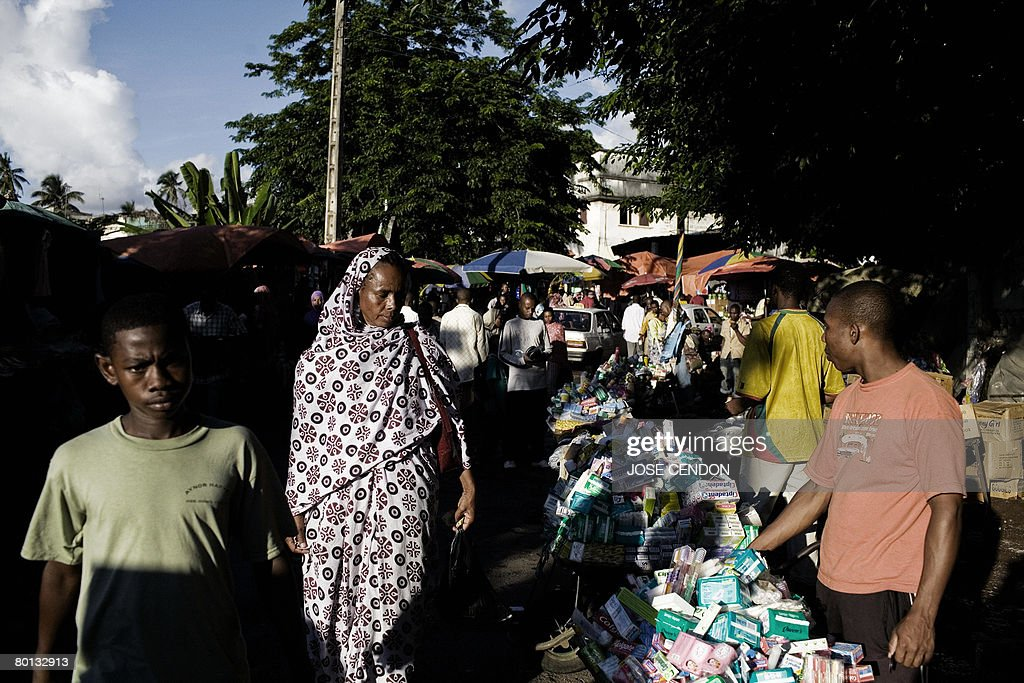 People walk in the market of Moroni, the : News Photo