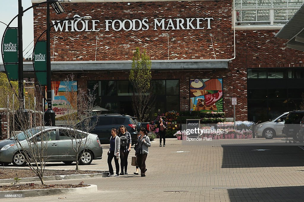 Whole Foods Lower Its Earnings Expectations Amid Increased Competition : News Photo