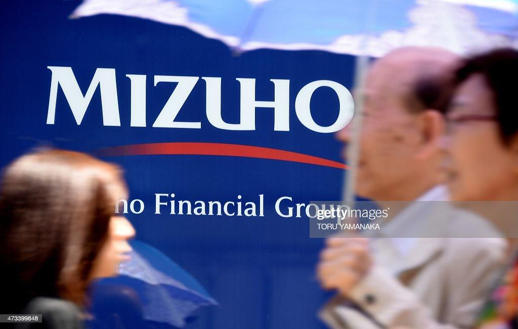 JAPAN-ECONOMY-EARNINGS-BANKING-MIZUHO : News Photo