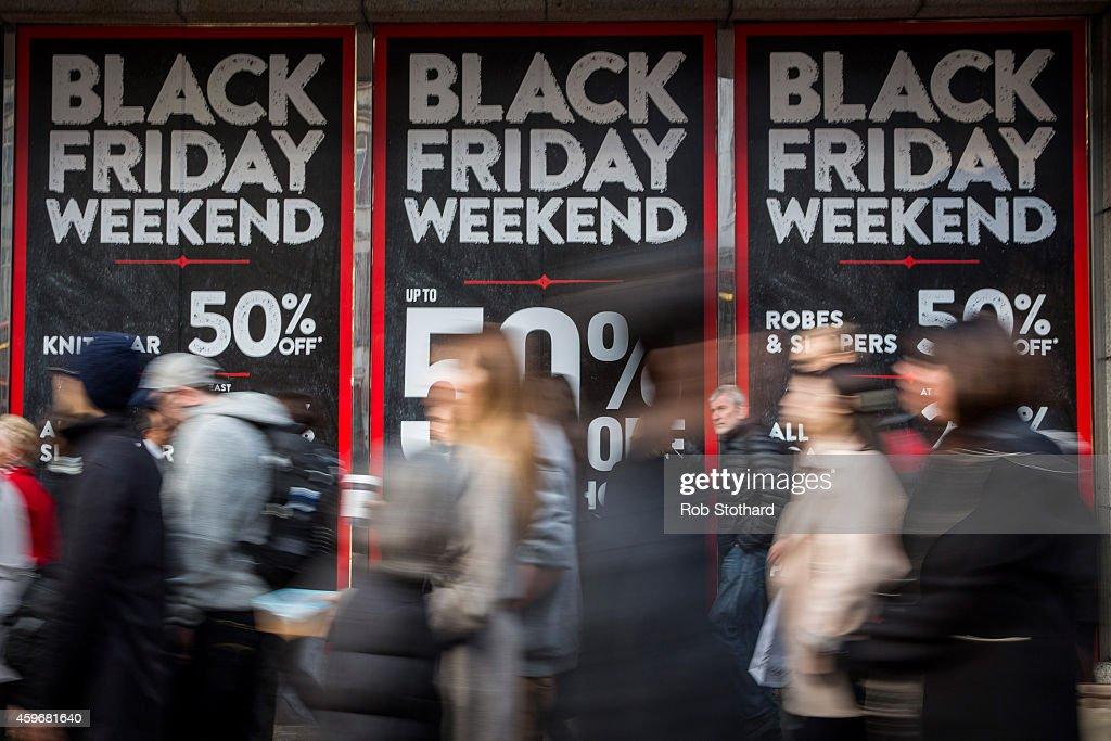 Black Friday Bargain Hunters Hit The Streets : Foto di attualità