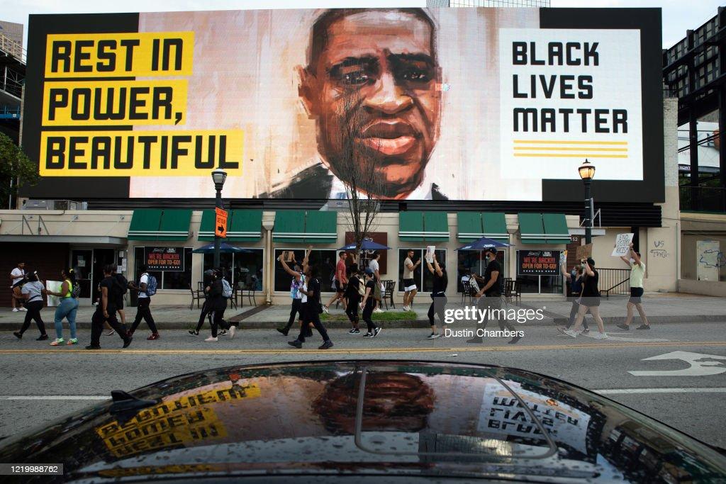 Protests Erupt In Atlanta After The Police Killing Of Rayshard Brooks : ニュース写真