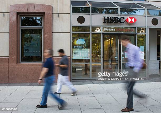 People walk past an HSBC bank branch in Washington DC on October 19 2016 / AFP / ANDREW CABALLEROREYNOLDS