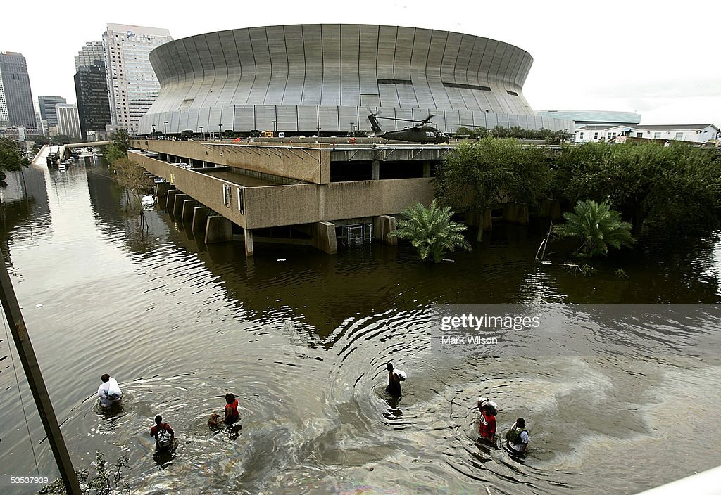 Gulf Coast Begins Cleanup In Katrina's Aftermath : News Photo