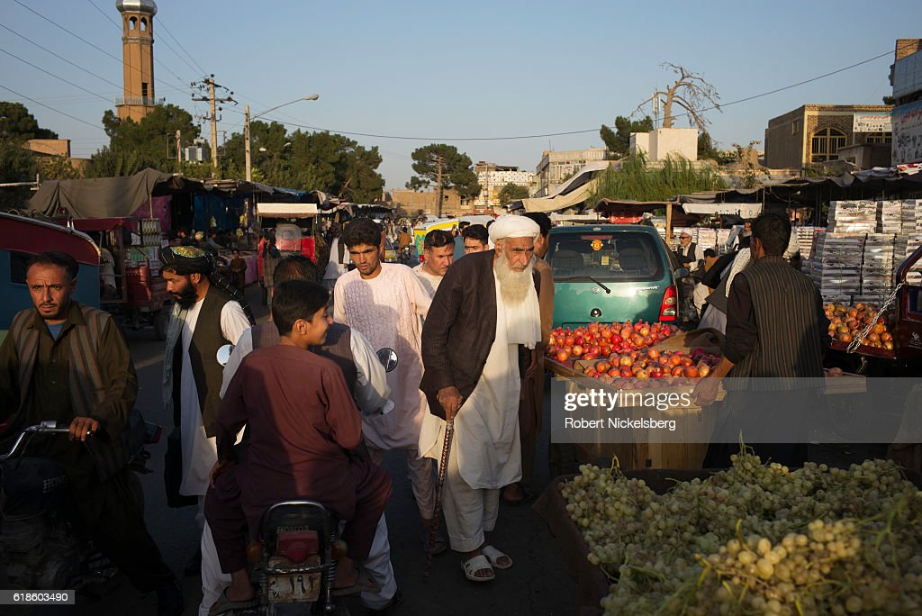 Afternoon Market In Herat, Afghanistan : News Photo