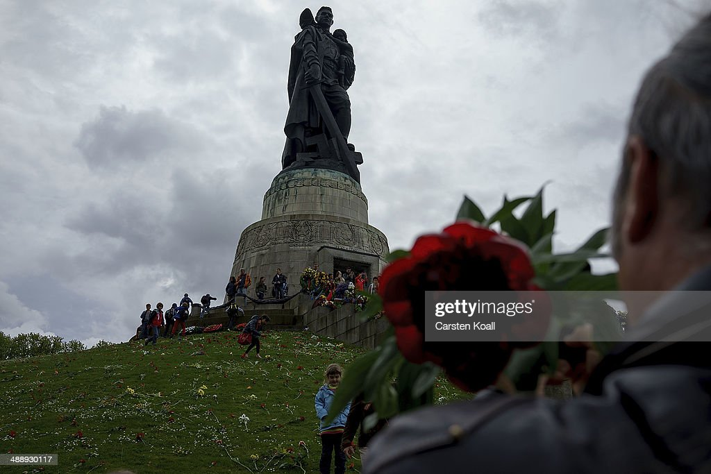 Berliners Commemorate Soviet Victory Over Fascist Germany : News Photo