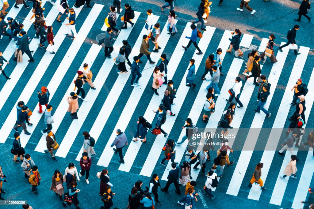 People walking at Shibuya crossing, Tokyo : Foto de stock