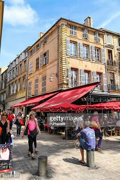 gente cammina in aix en provence - pjphoto69 foto e immagini stock