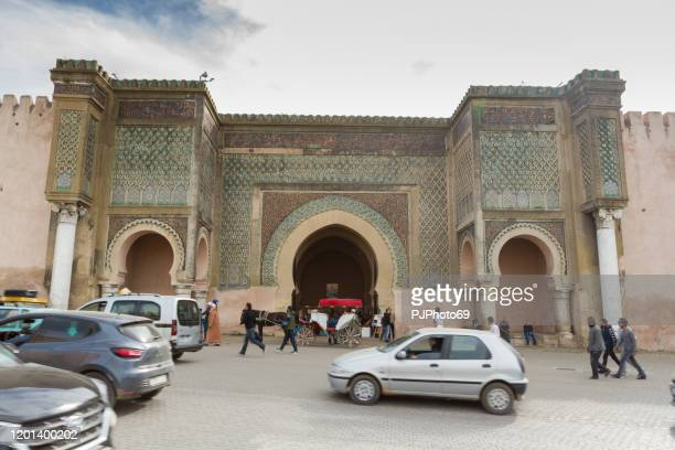 people walking in front of the biggest gate of africa in lahdim square in meknes - morocco - pjphoto69 foto e immagini stock