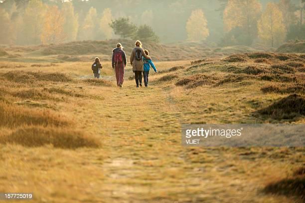 people walking in nature - nederlands stockfoto's en -beelden