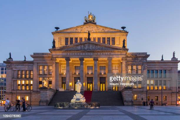 people walking in the gendarmenmarkt square during sunset in the mitte district of central berlin city, germany. - konzerthaus berlin stock pictures, royalty-free photos & images