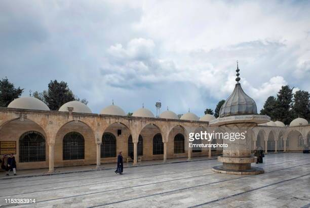 people walking in the inner courtyard of mevlidi halil mosque,şanlıurfa. - emreturanphoto stock pictures, royalty-free photos & images