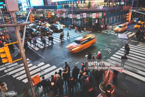 people walking in time square - nico de pasquale photography stock pictures, royalty-free photos & images