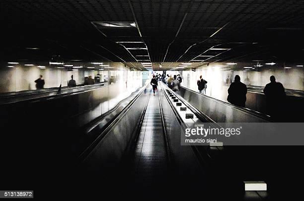 people walking in underground walkway - pedone ruolo dell'uomo foto e immagini stock
