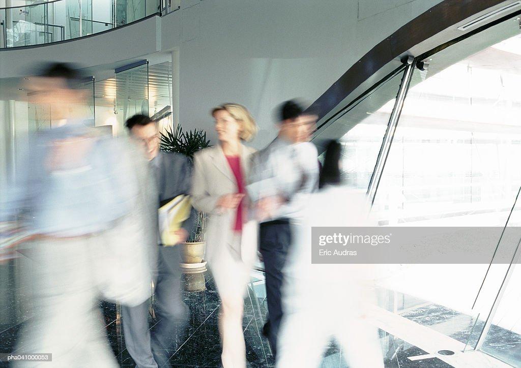 People walking inside office building, blurred : Stockfoto