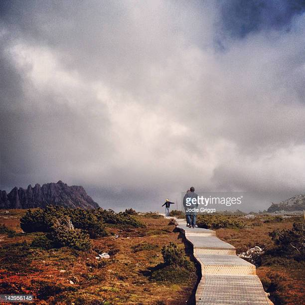 people walking on path towards mountain summit - hobart tasmania stock pictures, royalty-free photos & images