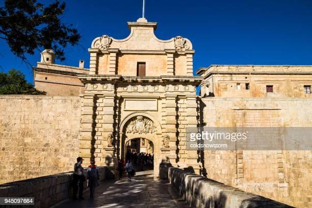 Menschen zu Fuß auf den Straßen der Altstadt Mdina, Malta