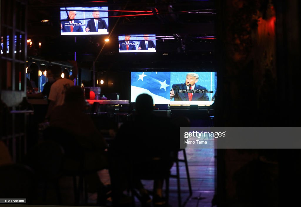 Americans Watch Final Presidential Debate Between Donald Trump And Joe Biden : News Photo