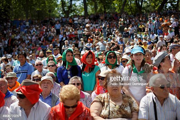 People watch a mass at Pradera de San Isidro park during the San Isidro festivities on May 15 2014 in Madrid Spain During the festivities in honor of...