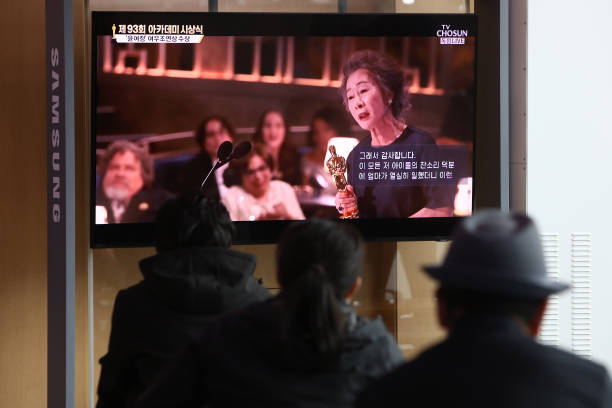 KOR: South Korea Reacts To Youn Yuh-jung Winning At Oscars 2021