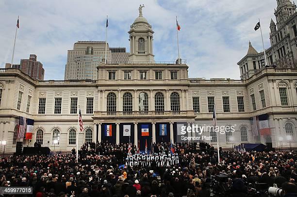 People watch ceremonies for the swearingin of New York City's 109th Mayor Bill de Blasio at City Hall on January 1 2014 in New York City Mayor de...