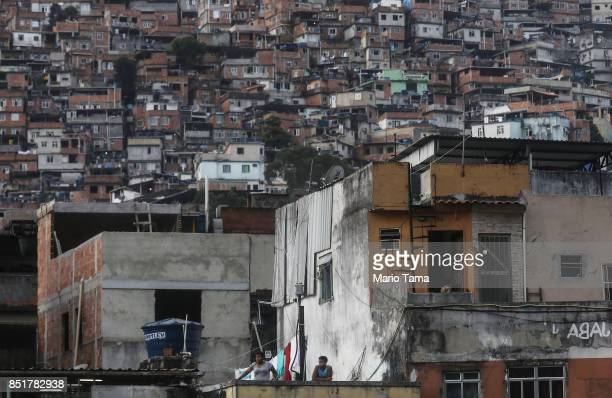 People watch during military operations in the Rocinha 'favela' community on September 22 2017 in Rio de Janeiro Brazil The Brazilian Army and other...