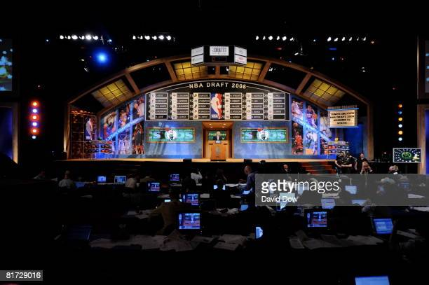 People watch during the 2008 NBA Draft at the WaMu Theatre at Madison Square Garden June 26 2008 in New York City NOTE TO USER User expressly...