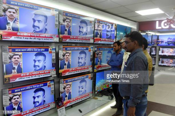 People watch live updates of Wing Commander Abhinandan Varthaman after he is released by Pakistan on March 1 2019 in Patna India Wing Commander...