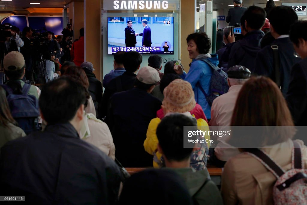 People watch Moon Jae-in and Kim Jung-Un's meeting at the MDL(Military Demarcation Line) for Inter-Korean Summit in live news streams through television broadcast at the Seoul Railway station on April 27, 2018 in Seoul, South Korea. North Korean leader Kim Jong Un and South Korean President Moon Jae-in meets at the border today for the third-ever inter-Korean summit talks since the 1945 division of the peninsula.