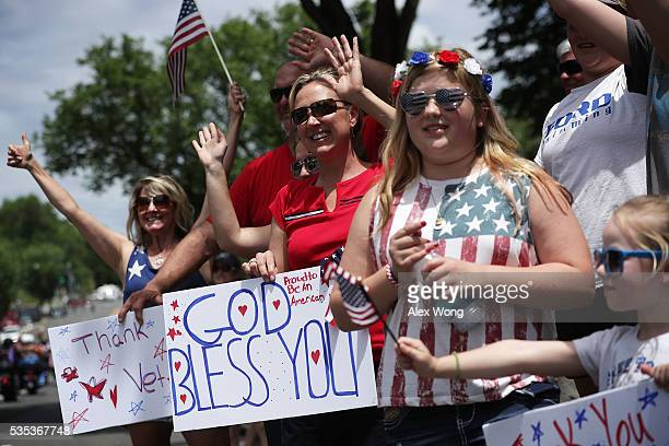 People watch the annual Rolling Thunder First Amendment Demonstration Run May 29 2016 in Washington DCBikers are gathering in the annual parade in...
