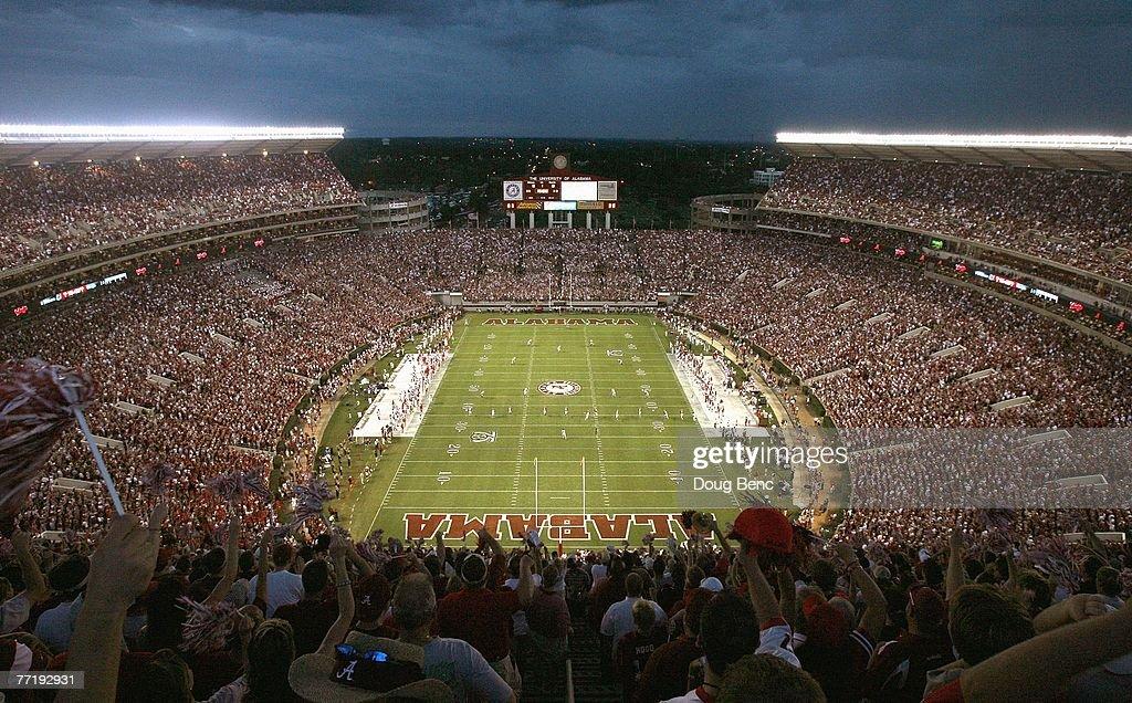 Georgia v Alabama : News Photo